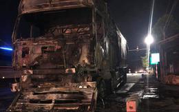 VIDEO: Xe tải bốc cháy dữ dội trên quốc lộ 1A