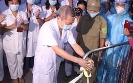 """Bệnh viện E chính thức mở rào cách ly: Bác sĩ, bệnh nhân """"ăn mừng"""" thận trọng, an toàn"""