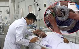 Rơi nước mắt nguyên do người đàn ông phải vào viện cấp cứu cùng rắn hổ mang