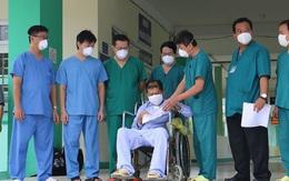 """Đà Nẵng: Nam bệnh nhân COVID-19 thoát khỏi """"cửa tử"""" được về nhà"""