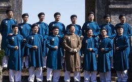 Tranh cãi chuyện đàn ông mặc áo dài truyền thống đến công sở