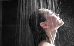 Không nên tắm nước nóng vào thời điểm này trong ngày