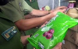 Hà Nội: Gần 10 tấn nguyên liệu làm trà sữa trong kho hàng xập xệ, ẩm ướt
