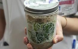 Hà Nội: Bàn giao 35 sản phẩm pate Minh Chay thu hồi được cho công an