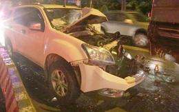 Ôtô 7 chỗ tông nhiều xe chờ đèn đỏ ở TP.HCM
