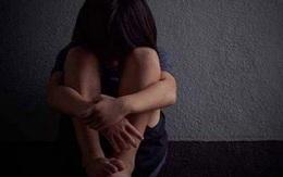 Con gái bỗng dưng trầm cảm sợ hãi người lạ, mẹ gặng hỏi mãi mới biết lý do, nghe xong liền gọi báo cảnh sát