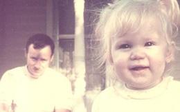 Bức ảnh bé gái tươi cười nhưng lại chứa đựng điều rùng mình gây ra bởi gã đàn ông phía sau khiến đứa trẻ bị tổn thương nghiêm trọng