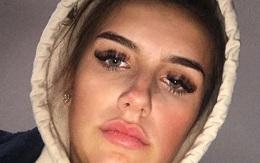 Đi chơi cả đêm, cô gái ngủ dậy rồi chụp ảnh selfie khiến bạn bè hoảng sợ vì nhận ra cô không phải là người duy nhất trong đó