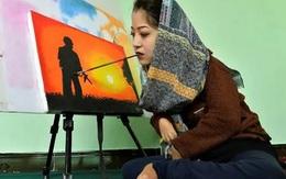 Cô gái khuyết tật mở lớp dạy vẽ tranh