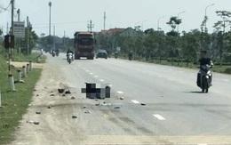 Xe tải tông, kéo lê xe máy 50 m, mẹ và con trai tử vong trên đường về quê