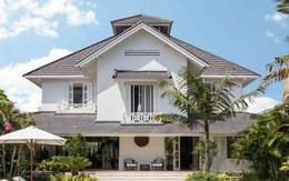 Biệt thự 2 tầng lợp ngói mang đậm phong cách nhiệt đới