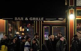 Giãn cách xã hội, người Mỹ đổ xô đi mua rượu