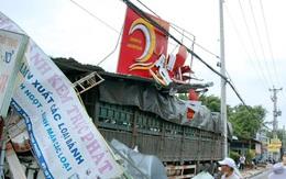 Ôtô tải đâm sập nhiều nhà dân lúc rạng sáng