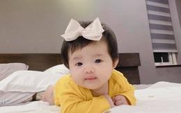 """Đông Nhi khoe loạt ảnh cận mặt con gái hơn 2 tháng tuổi, dân mạng đồng loạt nhận xét """"như bản sao Ông Cao Thắng"""""""