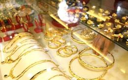 """Giá vàng hôm nay 22/1: Nhà đầu tư """"nín thở"""" vì giá vàng biến động khó lường"""
