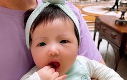 Biểu cảm gây chú ý của con gái Đông Nhi - Ông Cao Thắng trong loạt ảnh cận mặt
