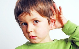 Đưa con nói ngọng đi khám, cha mẹ bàng hàng khi nghe bác sỹ kết luận