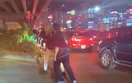 Bắt tài xế đánh người vì nhắc nhở dừng chờ đèn đỏ quá lâu ở Hà Nội