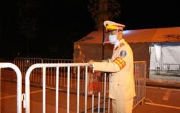 Cận cảnh chốt kiểm soát COVID-19 tại thành phố Hải Dương trong đêm đầu tiên giãn cách xã hội