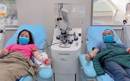 Kho máu khan hiếm, nhiều cặp đôi nhân viên Viện Huyết học rủ nhau hiến máu đầu xuân