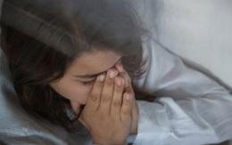 Tin tưởng chồng tuyệt đối và cú sốc ngày đầu năm khiến cô vợ trẻ suy sụp hoàn toàn