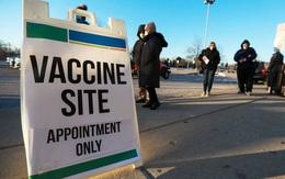 Mỹ: Hai phụ nữ trẻ cải trang thành người già để được tiêm vaccine ngừa Covid