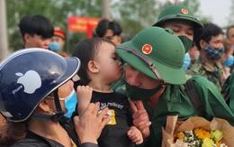 Những hình ảnh xúc động tại lễ tiễn chân tân binh lên đường nhập ngũ ở Thừa Thiên – Huế
