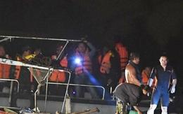 Nhóm cướp hàng lậu đẩy công an ngã xuống sông