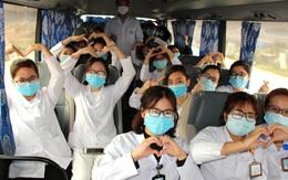 Ngày cuối năm trên chuyến xe chở sinh viên đi lấy mẫu xét nghiệm ở tâm dịch Hải Dương
