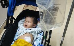 Sự sống mong manh của bé trai 17 tháng bị bệnh tim, thận cần sự hỗ trợ