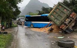 Hòa Bình: Xe khách đối đầu xe tải, 3 người tử vong tại chỗ