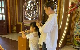 Con gái Mai Phương đến viếng mẹ trong ngày giỗ đầu