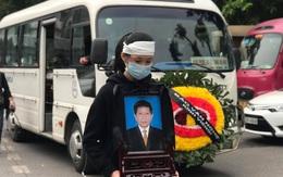 Thủ tướng Nguyễn Xuân Phúc và Phó thủ tướng Vũ Đức Đam gửi vòng hoa viếng nhà văn Nguyễn Huy Thiệp