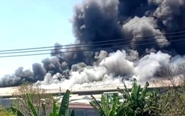 Hỏa hoạn cực lớn, công ty may mặc chìm trong khói lửa