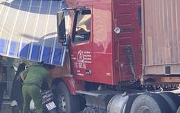 Xe đầu kéo tông sập nhà dân ở TP.HCM, một người chết