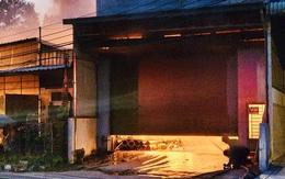 Hỏa hoạn cực lớn thiêu rụi dãy ki ốt và nhà dân, dây điện nổ như pháo hoa
