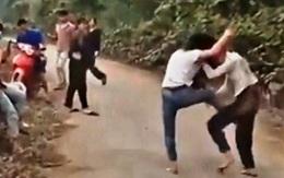 Nghệ An: Nhìn nhau thấy ghét, 2 nữ sinh thách đố rồi đánh nhau