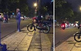 """""""Cô ơi, cô đi giùm tôi"""" - hình ảnh cụ ông chạy xe ôm trước cổng trường ĐH khiến nhiều người cay mắt"""