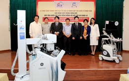 Bệnh viện TW Huế tiếp nhận bộ thiết bị y tế nửa triệu đô phục vụ phòng, chống dịch COVID-19