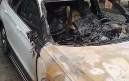 Xe Volkswagen 2 tỷ cháy rụi giữa đường, bị đồn là hậu quả vụ đánh ghen?