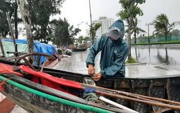 Ngư dân Sầm Sơn đưa thuyền lên đường phố tránh bão