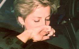Khoảnh khắc Công nương Diana bật khóc trong xe hơi khiến triệu người đau lòng: Lý do đằng sau còn đáng thương hơn nữa
