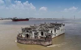 Bí ẩn ngôi chùa đứng vững giữa dòng sông dài nhất Trung Quốc, bất chấp đại hồng thủy suốt 700 năm