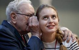 """Là con trai của tỷ phú nhưng Peter Buffett không có gì tỏ ra là con nhà """"danh gia vọng tộc"""", đó là do cách dạy con cực kì đáng ngẫm của Warren Buffett"""