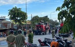 TP.HCM: Cháy dữ dội tại kho hải sản, thiêu rụi nhiều ô tô và xe máy