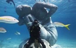 """Ghé thăm tác phẩm điêu khắc """"siêu thực"""" - Ocean Atlas, bức tượng khổng lồ giữa lòng đại dương"""