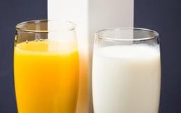 Có nên cho con uống nước cam và probi hoặc ăn váng sữa cùng lúc?