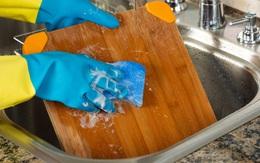 Ai cũng rửa sạch thớt gỗ theo cách này, chuyên gia khẳng định chưa đảm bảo diệt khuẩn, muốn nâng cao tuổi thọ của thớt phải làm thêm một bước sau!