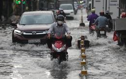Nhiều tuyến đường ở Sài Gòn ngập nặng sau cơn mưa chiều ngày 20/10
