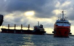 Cận cảnh tàu hàng cùng 20 thuyền viên mắc cạn ở vùng biển Quảng Trị